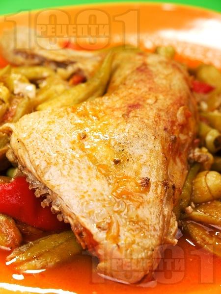 Задушени пилешки бутчета с бамя - снимка на рецептата